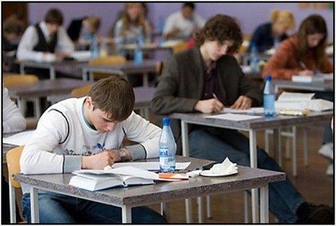 Сочинение вернут в перечень экзаменов для выпускников