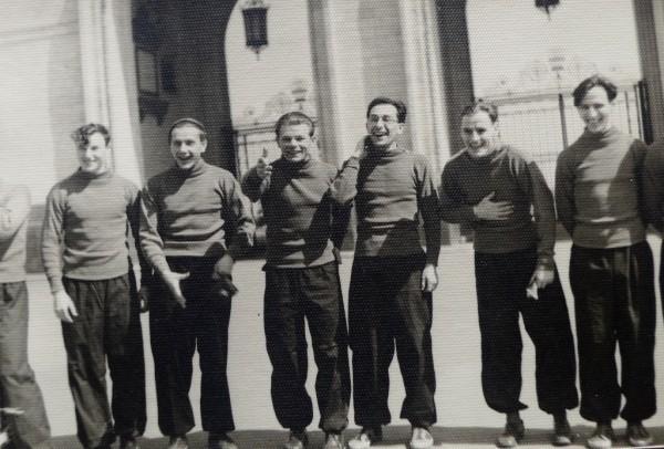 Члены Сборной команды МГУ по лыжам. Г.А.Любимов четвертый слева. 1953 г.