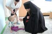 Как епископ Карасукский Филипп спасает сирот и крестит малышей с открытой формой туберкулеза
