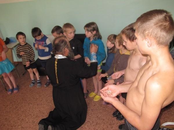 Таинство Крещения в новосибирском закрытом детском туберкулезном санатории №2
