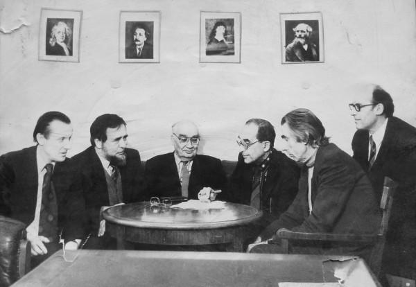 Академик Л.И. Седов с учениками и коллегами. Г.А.Любимов четвертый слева.Фото из архива Г.А.Любимова