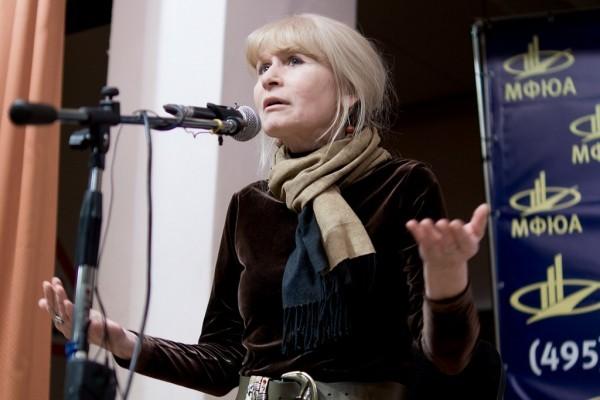 Олеся Николаева: Что-то страшное происходит с человеком