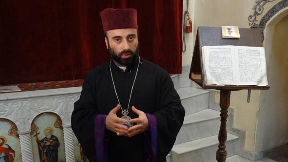 Епископ Армаш Налбандян: США, давая оружие боевикам, забывают — они плодят этим только смерть