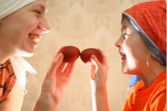 Делиться ли пасхальной радостью с нецерковными людьми? Отвечают священники