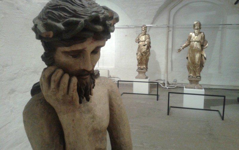 Неожиданный Христос: что мы знаем о русской храмовой скульптуре?