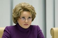 Матвиенко призвала осторожно решать проблему суррогатного материнства