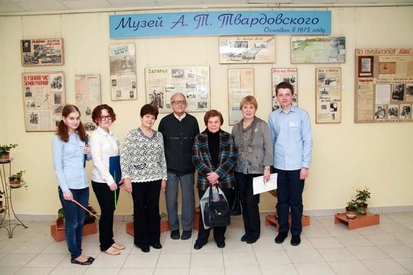 В гостях в музее Твардовского его дочь Валентина и критик Турков А.М.