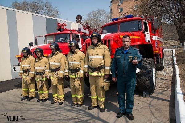 Во Владивостоке установили памятник погибшим пожарным