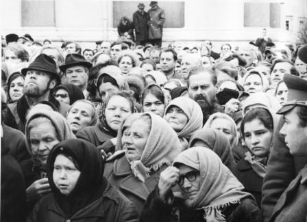Смотрящие за молящимися, 70-е годы. Фото: Олег Полещук