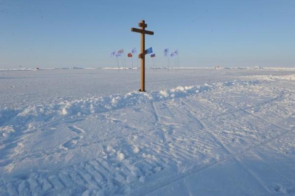 На Северном полюсе появился православный крест
