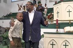 Мальчик религиозным пением заставил похитителя отпустить его
