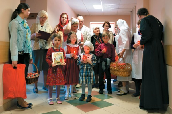 Служба «Милосердие» собрала почти 1,5 миллиона для пасхального подарка нуждающимся