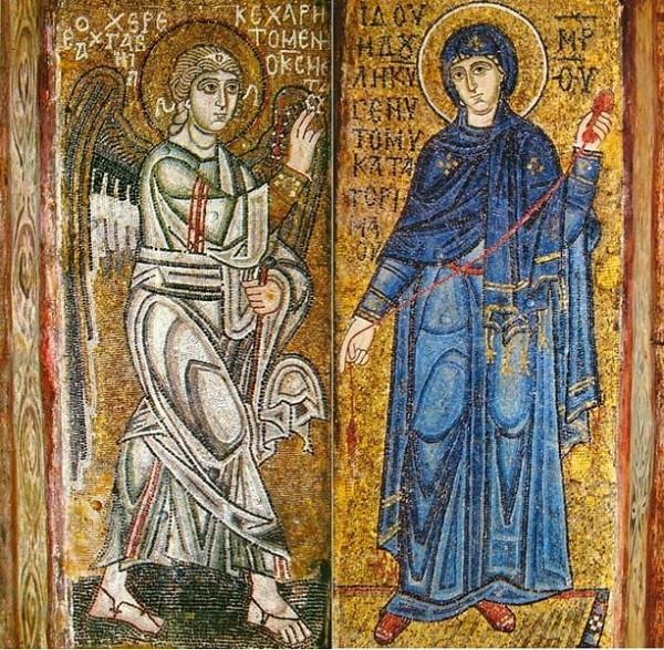 «Благовещение», мозаики на двух столбах Софии Киевской, ок. 1040 года. Старейшее изображение сцены в русском искусстве. В руках у Богоматери — красная пряжа, пришедшая из апокрифических рассказов