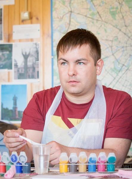 Сергей: «Я доброволец из строительной бригады, всего две недели, но уже успел поучаствовать в двух ремонтах»