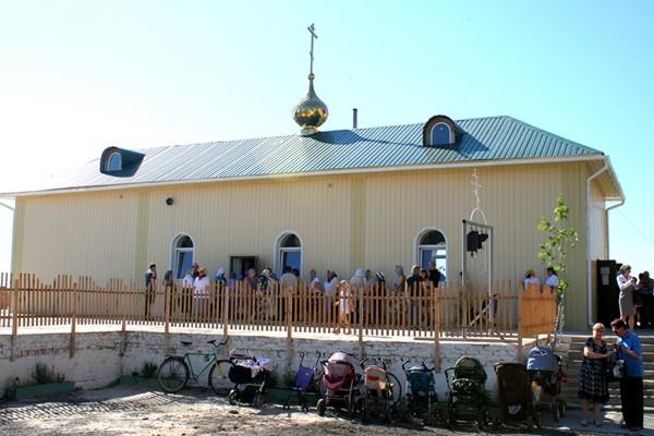 В Славянске во время обстрела погибла женщина и пострадал храм