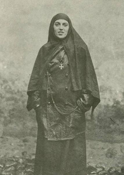 Сестра милосердия, награжденная Георгиевским крестом.