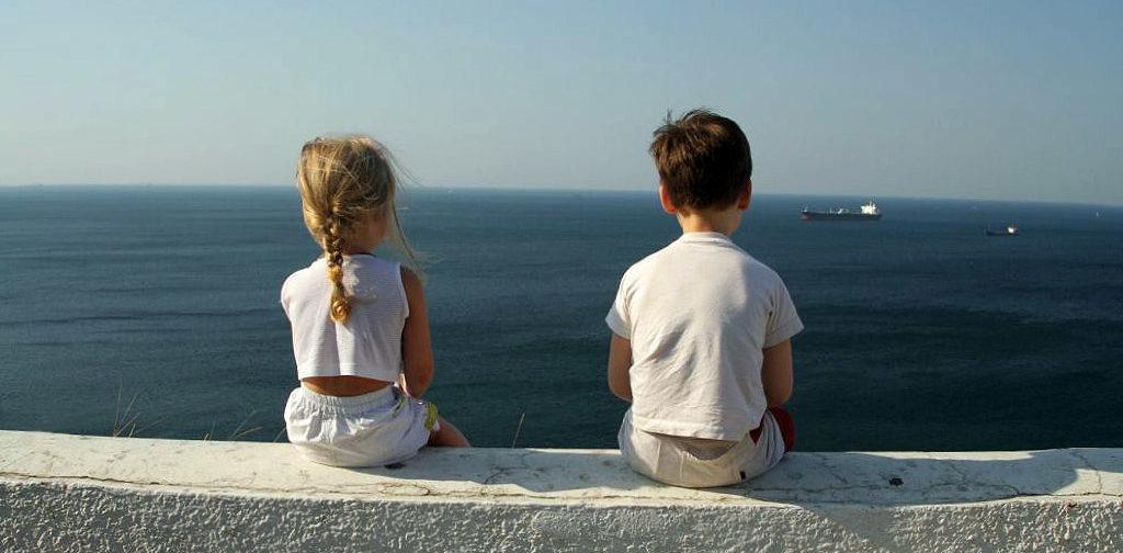 Ребенок выходит в мир: как социализировать «инопланетян»