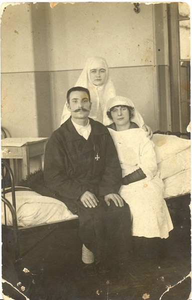 Георгиевский кавалер в лазарете.