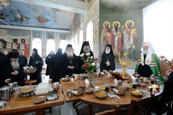 Патриарх Кирилл с братией русского Свято-Пантелеймонова монастыря на Афоне в Греции в 2013 году.