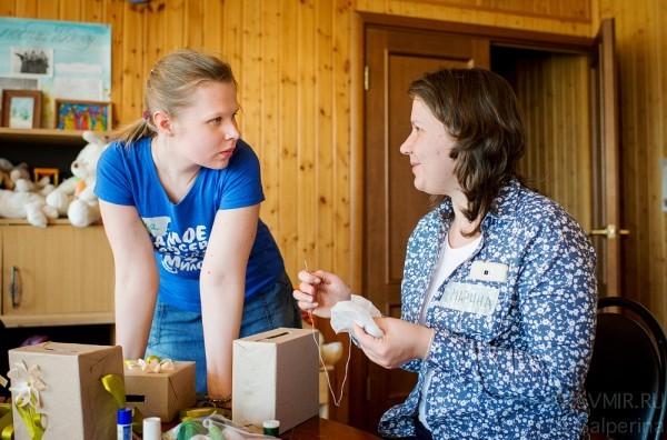 Анна Овсянникова, пресс-секретарь службы «Милосердие», и Марина