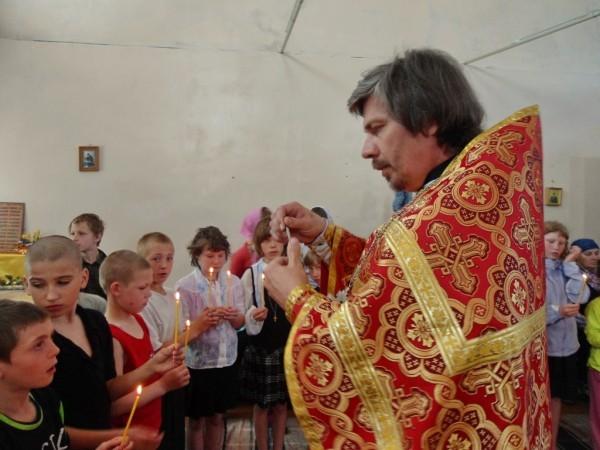 Каменская епархия провела массовое крещение детей