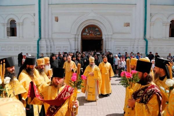 День-памяти-святителя-Христова-Николая-в-Святогорской-Лавре-64