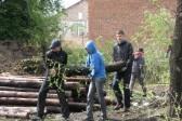 Боксеры и казаки трудятся в Среднебельском монастыре