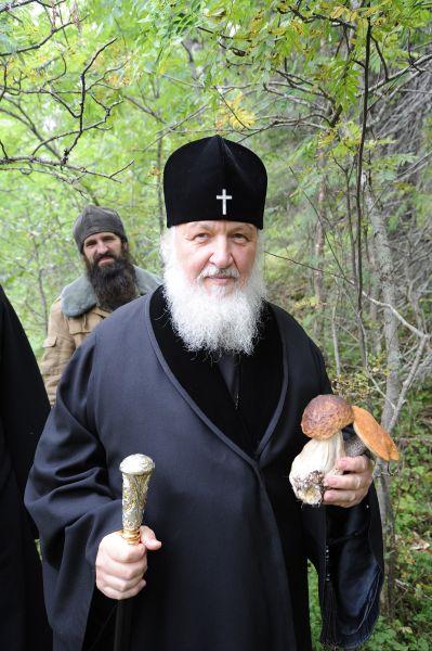 Патриарх Кирилл в монастыре