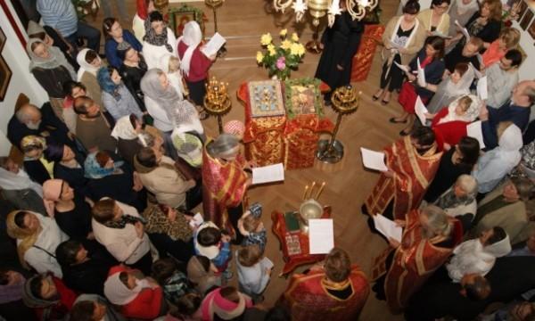 Курско-Коренной иконе Богородицы поклонились верующие Дюссельдорфа