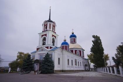 В Славянске подвергся обстрелу Воскресенский храм, погиб сторож