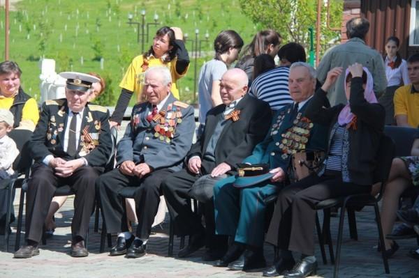 День победы в Петро-Павловском приходе. Ветераны (фото прихода)