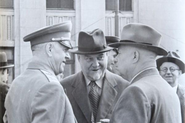 Три фигуры, вершившие политику во второй половине 50 х, – Булганин, Хрущев и Жуков. Фото: Николай Привалов