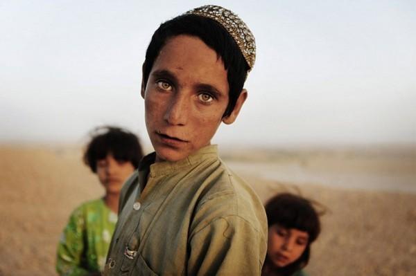 Афганские дети около города Кунджак в южно-афганской провинции Гильменд, 24 октября 2010 года. (Рейтер / Финбар О'Рейли)