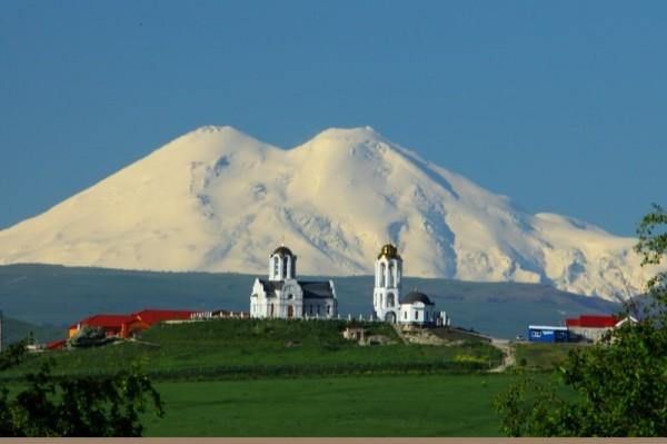 Самый известный вид Свято-Георгиевского монастыря. Говорят, такое бывает в августе. (Фото  монастыря).