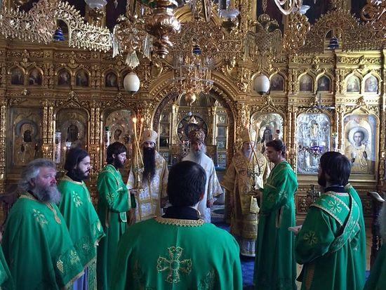 Святогорские монахи в день всех Афонских святых молились о мире на Украине