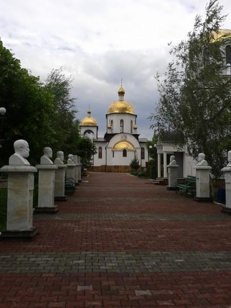 Петро-Павловский приход г. Ессентуки. Аллея философов.