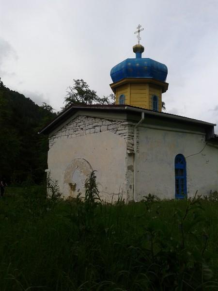 Когда-то Ильинский храм был соединён галереей с домом настоятеля рядом