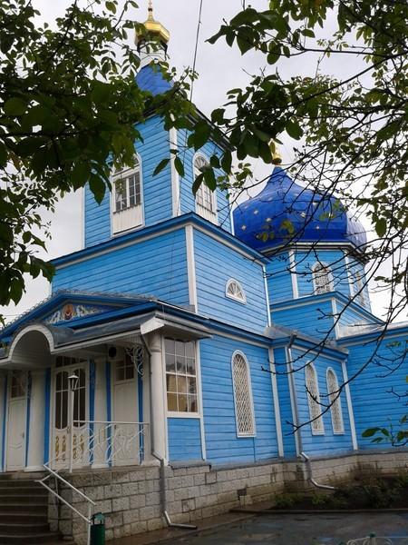 Покровский храм в Черкесске. Из-за современных пристроек больше он никуда не сдвинется