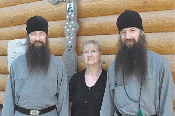 Братья по духу и плоти. Монахи-близнецы пишут докторские и спасают сирот