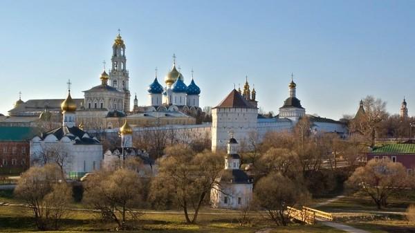 Во время торжеств по случаю 700-летия прп. Сергия у стен Лавры будет устроен лагерь на 20 тысяч человек