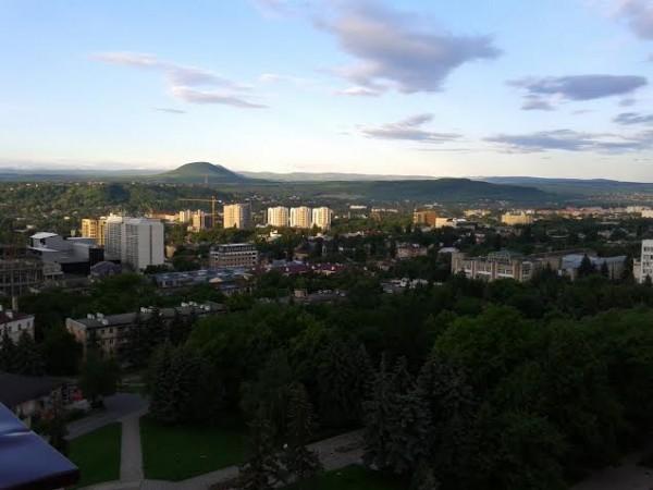 Пятигорск. Городской пейзаж с горами