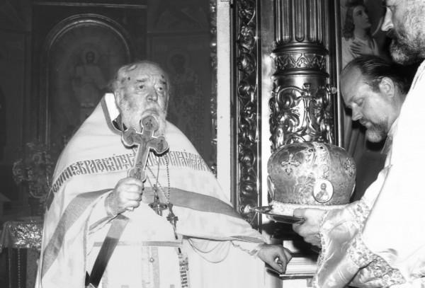Настоятель Николокузнецкого храма отец Всеволод Шпиллер и отец Александр Куликов