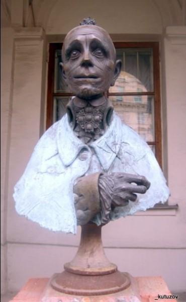Бюст Суворова работы скульптора Д.Тугаринова появился недавно в окрестностях московского Музея Современной истории.