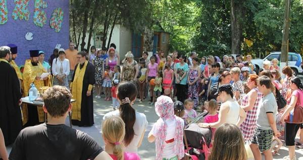 В лагерях для беженцев из Украины разворачивают полевые церкви