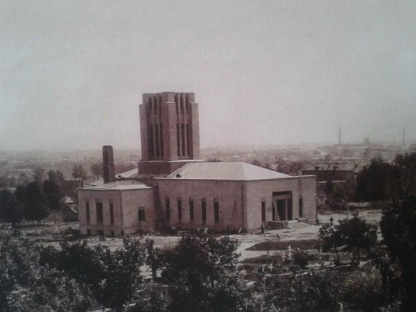 Строящийся крематорий. 1920-е годы