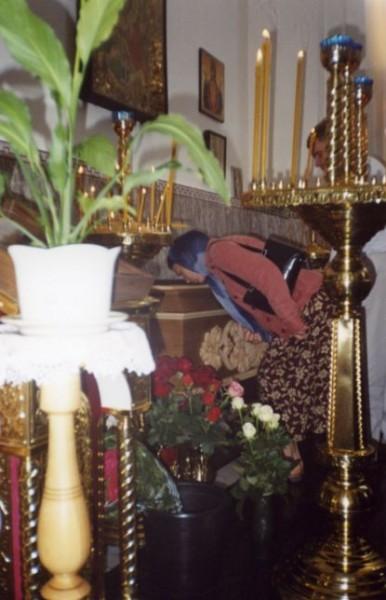 У раки игумении Рафаилы. 24 мая 2005 г