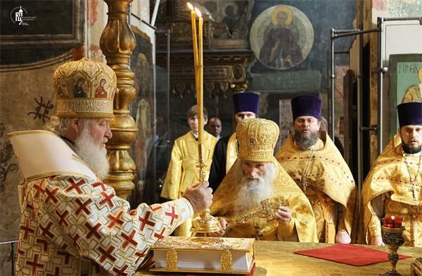 Сегодня исполнилось 45-лет со дня иерейской хиротонии Патриарха Кирилла