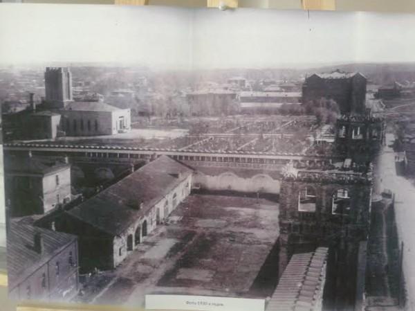 Фото 1930-х годов. На переднем плане нынешняя братская территория Донского монастыря, переоборудованная в кладбище с крематорием