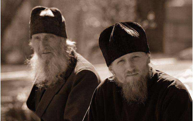 Монахи и епископы: Миссия — выжить вместе