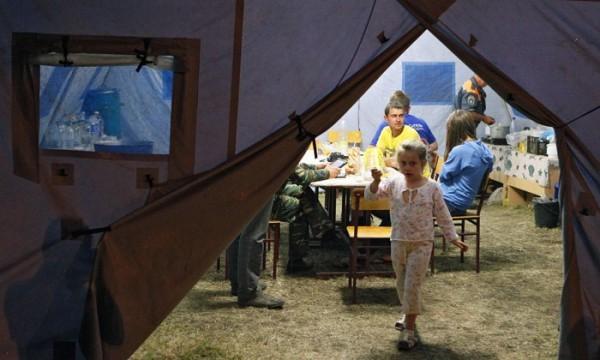 Беженцы из Луганска (Украина) на таможенном переходе и в пункте временного содержания. Фото: svpressa.ru